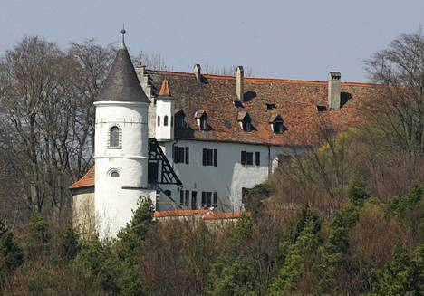 Cage pulitti saksalaisesta linnasta 6.5 miljoonaa euroa.