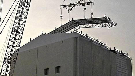 Fukushiman ykkösreaktoria peitettiin viime viikolla.