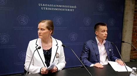 Leila ja Atte Kaleva kertoivat panttivankeudestaan tiedotustilaisuudessa toukokuussa 2013.