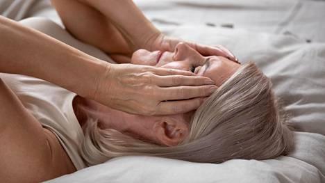 Unettomuus on naisilla yleisempää ja lisääntyy iän myötä.