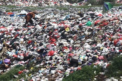 Muoviroskia kuvattuna Jaavalla Indonesiassa.