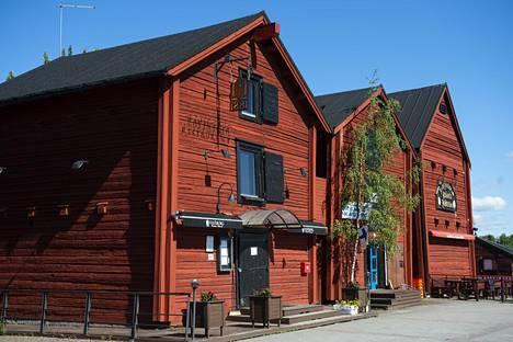 Oulun toria reunustavat jopa 200 vuotta vanhat aitat, joista voi ostaa esimerkiksi käsitöitä ja paikallisia herkkuja.
