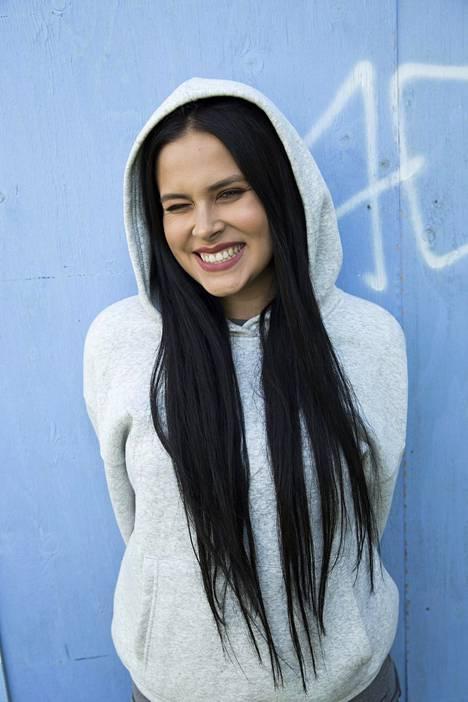 Sara Forsberg tekee musiikkia SAARA-taiteilijanimellä.