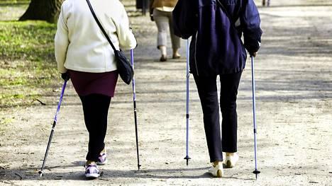 Eläkeikäisille suositellaan yleisesti kohtuukuormitteista kestävyysliikuntaa, kuten reipasta kävelyä, vähintään 2,5 tuntia viikossa