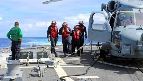 Yhdysvaltojen laivaston Arleigh Burke -luokan alus USS Kidd vetäytyy etsinnöistä muutaman päivän sisällä.