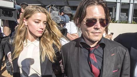 Amber Heard jätti avioerohakemuksen maanantaina. Johnny Deppin väitetty väkivaltaisuus paljastui pari päivää eron julkitulon jälkeen.