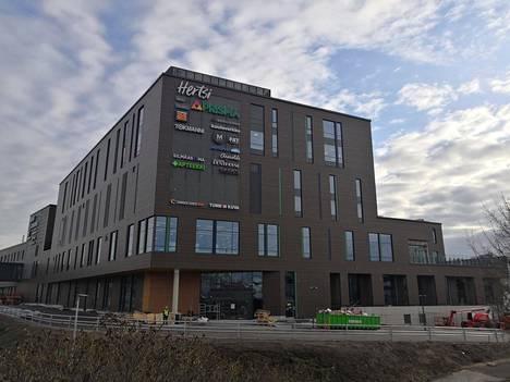 Helsingin Herttoniemen uusi kauppakeskus kuvattuna maaliskuussa.