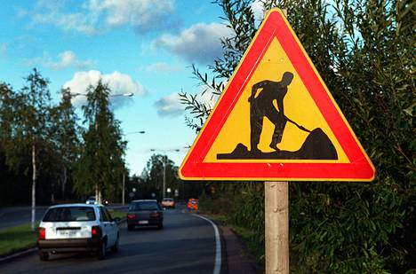 Kaivaako hahmo maata liian miehekkään näköisenä tietyö-varoitusmerkissä?