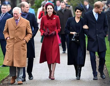 Prinssi Charles, prinssi William ja herttuatar Catherine, sekä prinssi Harry ja herttuatar Meghan kuvattuna joulukuussa 2018.