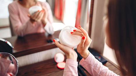 Tietyt kosmetiikan ainesosat ovat ihanteellisia ikääntyvälle iholle ja pitävät kasvot kimmoisina ja eloisina.