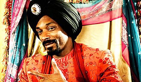 Snoop Dogg eläytyy intialaiseen kulttuuriin.