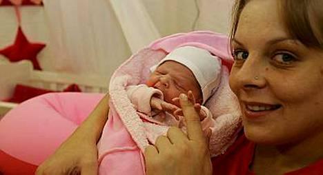 On sitä ennenkin oltu raskaana ja synnytetty tosi-tv:ssä. Hollantilainen Big Brother -kilpailija Tanja synnytti BB-talossa tyttären lokakuussa 2005.