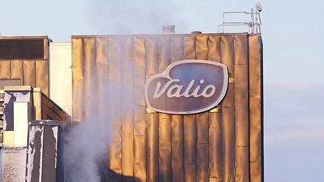 Valion tehtaalla Turengissa valmistetaan kaurajuomaa.