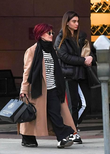 Sharon ja Aimee kuvattuna shoppailemassa tammikuussa 2020.