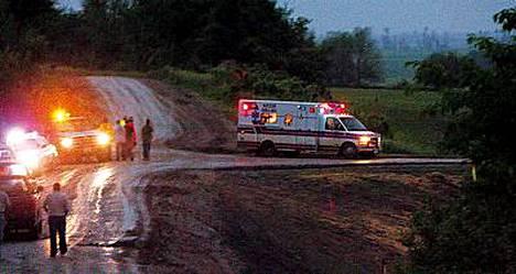 Yhdysvalloissa neljä ihmistä on kuollut ja ainakin parikymmentä loukkaantunut tornadon iskettyä partiolaisten kesäleiriin Iowan osavaltiossa.