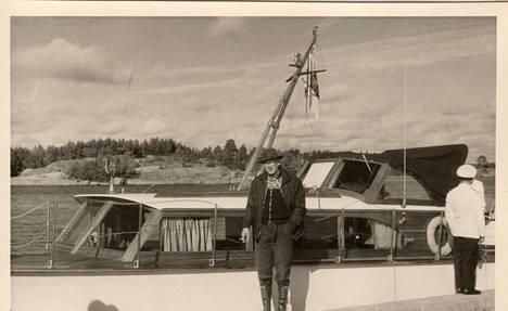 Urho Kekkonen ja Kultaranta III -alus.