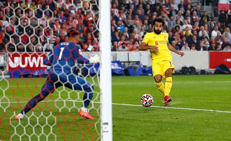 Mohamed Salahin (oik.) tahti ei hyydy.