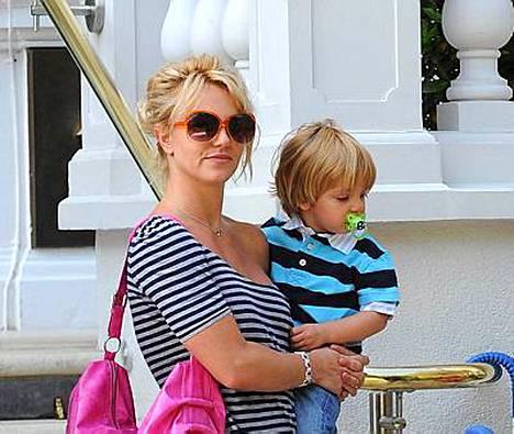 Britney Spears ei uskalla ottaa poikiaan Sean Prestonia ja Jayden Jamesia mukaan itänaapuriin.