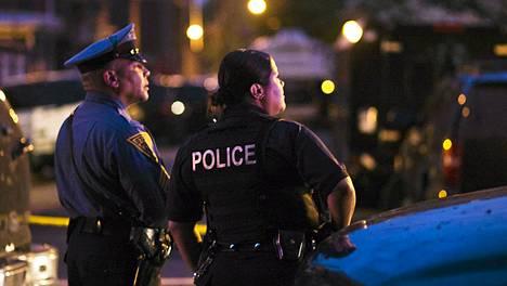 Pistoolimies piti panttivankina kolmea lasta.