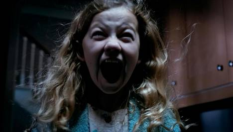 Lapsiaan etsivä äitivainaa piinaa Meghan Charpenterin esittämää orpotyttöä