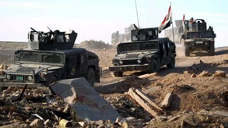 Irakilaisjoukot etenevät Ramadissa.