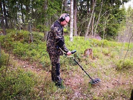 Jani Paananen on harrastanut metallinetsintää vuodesta 2014. Hän on viisihenkisen Kymen rautakauden etsijät -ryhmän jäsen.