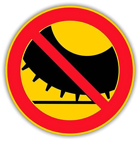 C48 Nastarenkailla varustetulla moottorikäyttöisellä ajoneuvolla ajo kielletty – Merkillä kielletään nimensä mukaisesti nastarenkailla varustetulla moottorikäyttöisellä ajoneuvolla ajo.