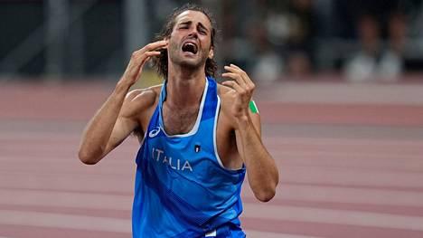 Italian Gianmarco Tamberi meni aivan sekaisin tajuttuaan voittaneensa olympiakultaa korkeushypyssä.