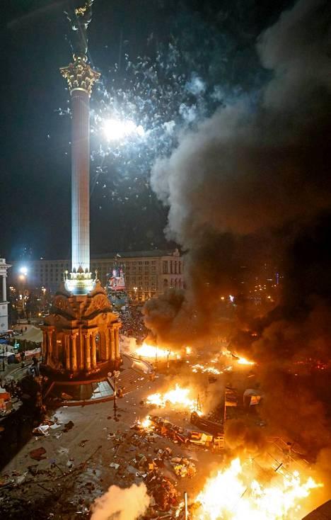 Itsenäisyysaukiolla Kiovassa rajut yhteenotot ovat jatkuneet tiistaista keskiviikkoon. Yli 20 ihmistä on kuollut yhteenotoissa.