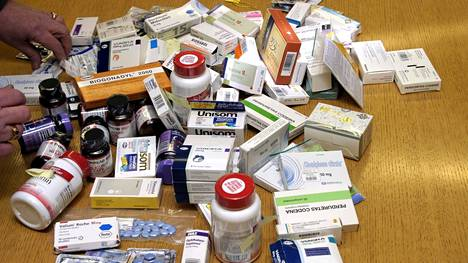 Väärentäminen on levinnyt potenssi- ja laihdutuspillereistä elintärkeisiin lääkkeisiin, varoittaa tulliylitarkastaja Riikka Pakkanen.