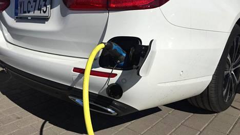 Ilmastopaneelin Autokalkulaattori yhdistää moninaisen muuttujien joukon, jolla eri autojen päästö- ja kustannusvaikutuksia voi arvioida jopa kansainvälisellä tasolla ainutlaatuisella tavalla.