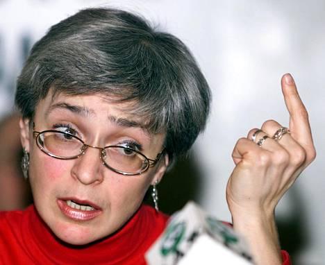 Tshetshenian sodan väärinkäytöksiä tutkinut toimittaja Anna Politkovskaja murhattiin lokakuussa 2006 Moskovassa. Murhan tilaajaa ei vieläkään tiedetä.