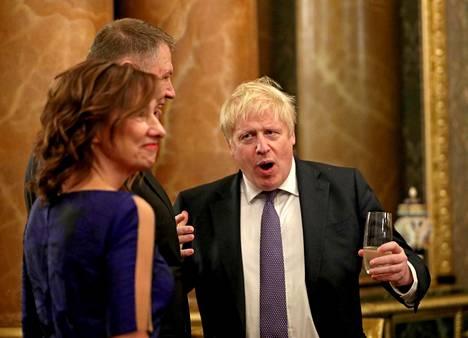 Pääministeri Boris Johnson viihdytti juhlavieraita vastaanotolla.