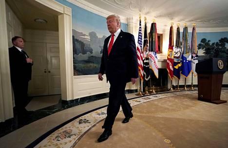 Presidentti Donald Trump poistui sunnuntaina tiedotustilaisuudesta, jossa hän kertoi Isis-johtajan kuolemasta ja vastaili toimittajien kysymyksiin yhteensä 48 minuutin ajan.