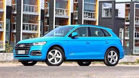 Koeajetussa hybridi-Audissa oli lisävarusteita sen verran, että 66 994 euron hinta pomppasi 78 848 euroon. Pelkällä polttomoottorilla, vähäisemmällä teholla ja reilusti isommalla autoverolla varustettu Q5 maksaa alle 55 000 euroa.