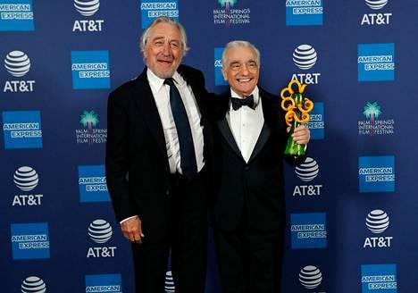 Ohjaaja Martin Scorsese (oik.) sai kaksi Oscar-ehdokkuutta: toinen tuli The Irishmanin ohjaamisesta ja toinen sen tuottamisesta. Myös näyttelijä Robert De Niro sai Oscar-ehdokkuuden elokuvan tuottamisesta, mutta ei sen pääroolista.