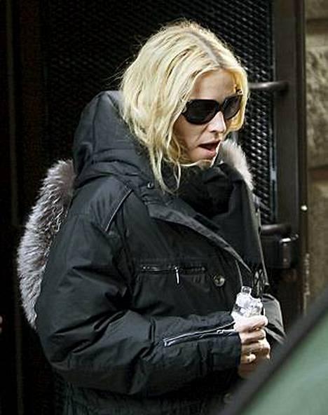 Madonna on pahoittanut mielensä avioeronsa aiheuttamasta huhumyllystä.