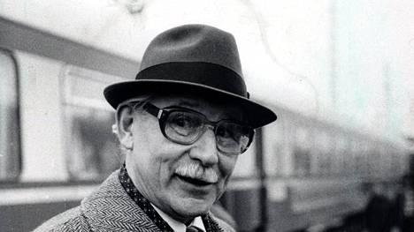 Vladimirov toimittajien tentissä. Hän oli opetellut suomea jo ennen ensimmäistä Helsingin komennustaan toimiessaan puna-armeijan upseeina.