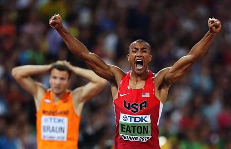 Tällainen tuuletus irtosi, kun Eaton pysäytti 400 metrillä ajanoton aikaan 45,00.