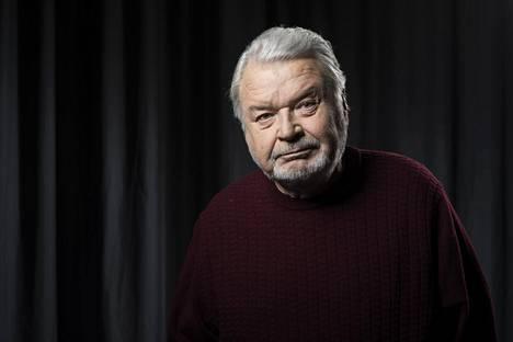 Rehtori Eero Melasnimei tuli katsomaan Loiria Lapinlahden sairaalaan ja pyysi Teatterikoulun näyttelijätyön lehtoriksi.