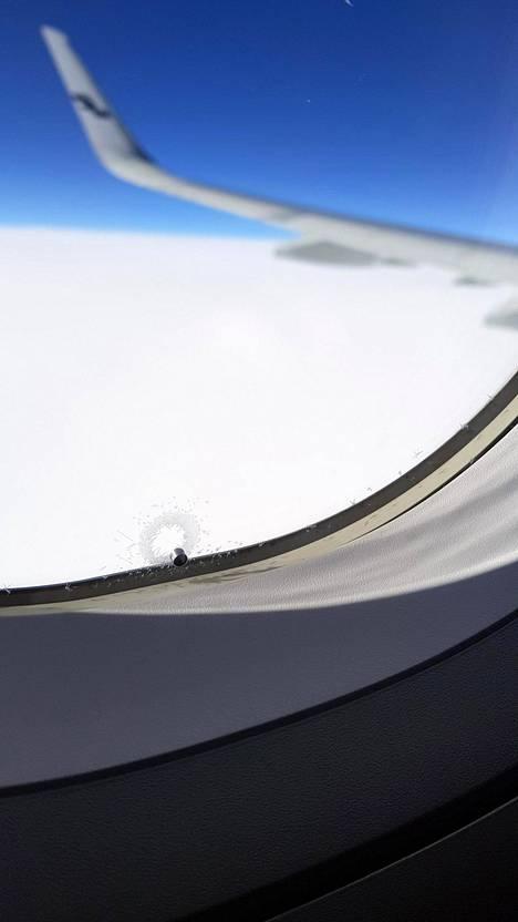 Nykyään jokaisessa lentokoneessa on pyöristetyt ikkunat, joiden kanssa paineen pakkautuminen vähenee huomattavasti.