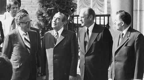 Henry Kissinger vieraili Helsingissä vuonna 1975 Etykin huipputapaamisssa. Yhdysvaltain suurlähetystössä olivat koolla Kissinger (vas.), Neuvostoliiton kommunistipuolueen pääsihteeri Leonid Brezhnev, Yhdysvaltain presidentti Gerald Ford ja Neuvostoliiton ulkoministeri Andrei Gromyko.