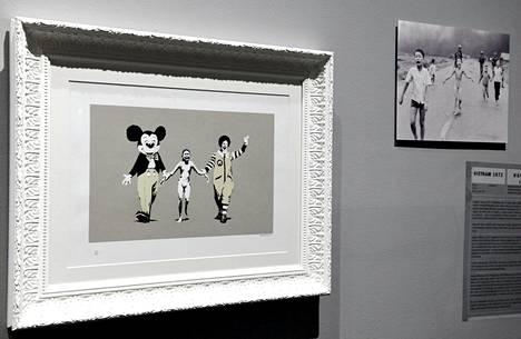 Napalm on Banksyn sodanvastainen teos. Se lainaa Pulitzer-palkitusta valokuvasta, jonka otti Nick Ut vuonna 1972. Se kuvaa Vietnamin sodan napalmpommituksessa palanutta 9-vuotiasta Kim Phucia.