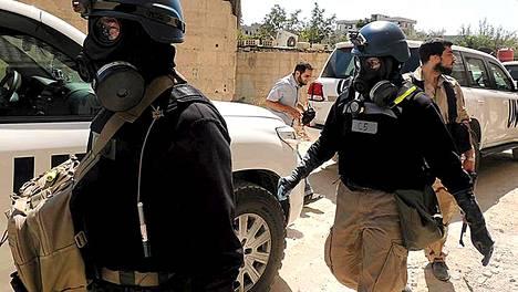 YK:n asetarkastajat saapuvat Zamalkaan lähellä Damaskosta tutkimaan jälkiä kemiallsitena kemiallisten aseiden käytöstä torstaina.