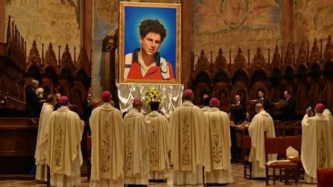 Carlo Acutis julistettiin autuaaksi Assisissa Italiassa viime lauantaina.