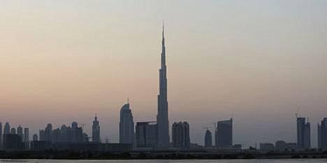 Tänään avattu Burj Dubai -pilvenpiirtäjä kohoaa yli 800 metrin korkeuteen.