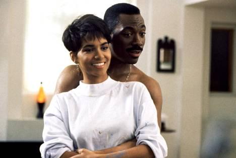 Halle Berry ja Edie Murphy vuonna 1992 elokuvassa Bumerangi.