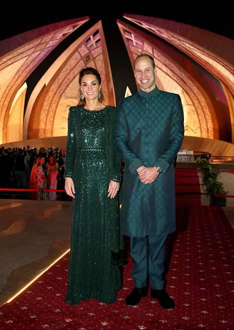 Herttuatar Catherinen yllä nähtiin smaragdinvihreä iltapuku Pakistanissa aiemmin tänä syksynä.