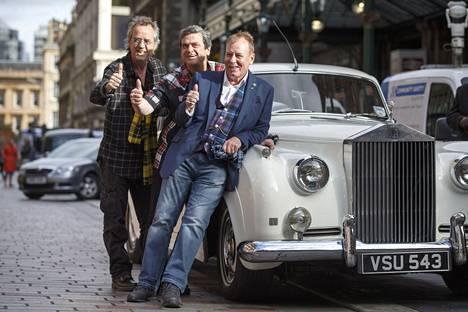 Stuart Wood, Les McKeown ja Alan Longmuir tekevät paluun lavoille. Rumpali Derek Longmuiria lavoilla ei enää nähdä, mutta Eric Faulkner harkitsee vielä asiaa.