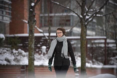 Emilia Hekkala sanoo olevansa hyvin tyytyväinen palkkaansa, joka on suomalaisen keskitulojen tasoa.